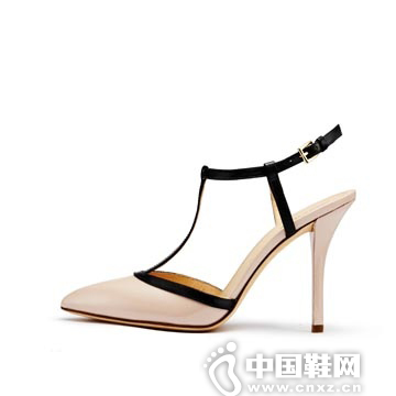 StellaLuna 裸色漆皮高跟鞋