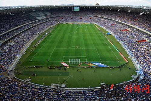 马加良埃斯·平托州长体育场(Estádio Governador Magalhães Pinto,亦称米内罗体育场)