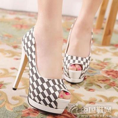 棋盘格子元素的高跟鞋