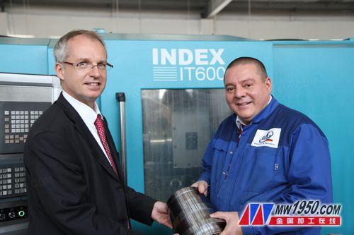 因代克斯贸易(上海)有限公司总经理Rainer Kehder先生(左)和博莱恩机械(昆山)有限公司创始人及执行董事博莱恩先生(右)。