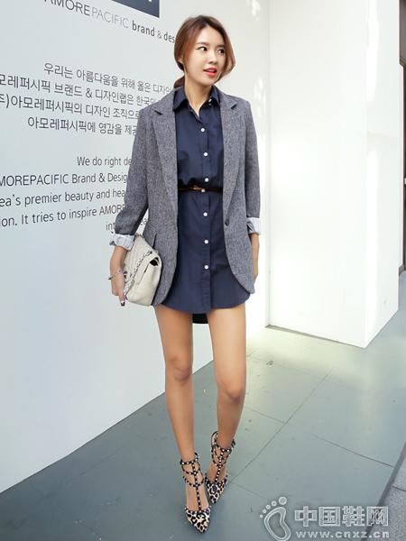 特别干净的设计,属于基础款西装夹克