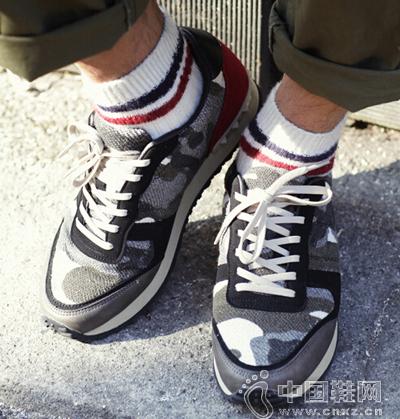 迷彩版型的运动鞋