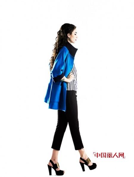 宝蓝色外套配什么颜色好看 宝蓝色颜色适合多大年纪穿