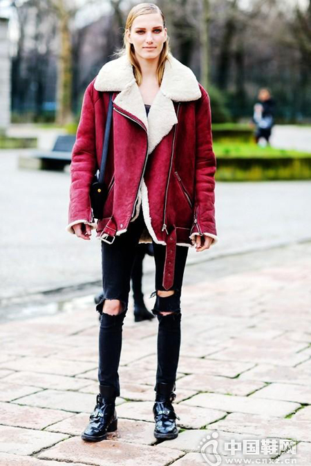 短款剪羊毛外套+铅笔裤