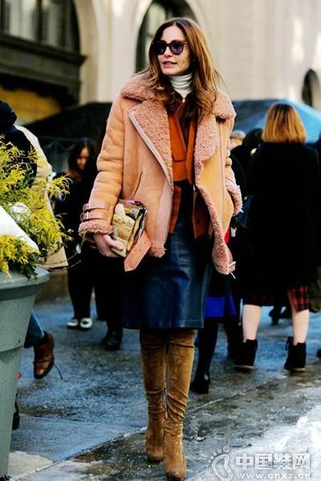 短款剪羊毛外套+迷你裙