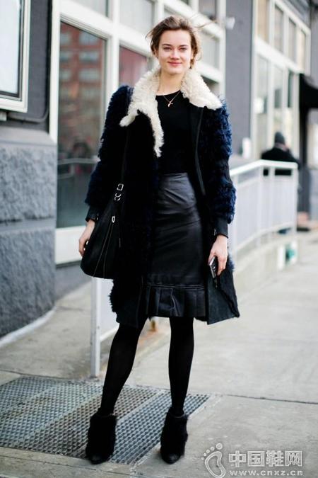 长款剪羊毛外套+薄款内搭