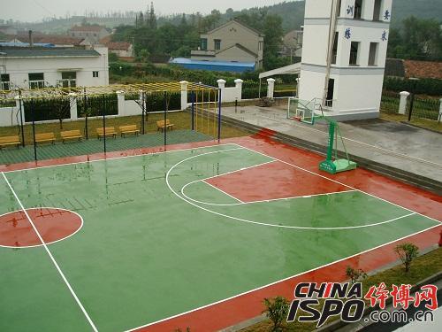 铺设丙烯酸篮球场
