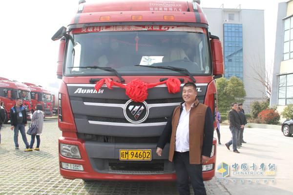 Xiao Debing and his Auman GTL Super Edition