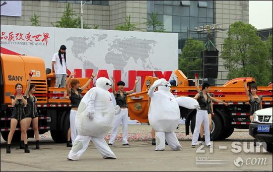 全球首场混凝土人机互机秀《变形金刚》惊艳全场