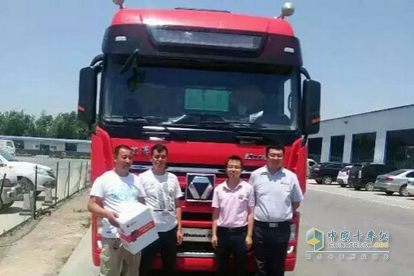 Users and XCMG heavy trucks equipped with Xi'an Cummins Engine