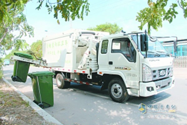 Automatic loading and unloading of sanitation vehicles