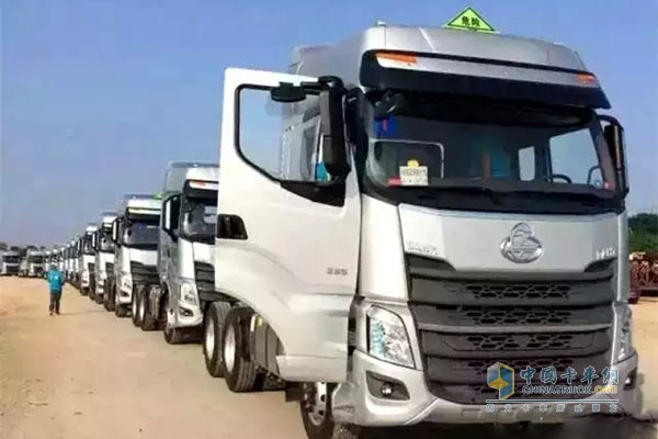 The 50 H7 of a logistics company in Binzhou all match Dongfeng Cummins ISL9.5 385E40A engine