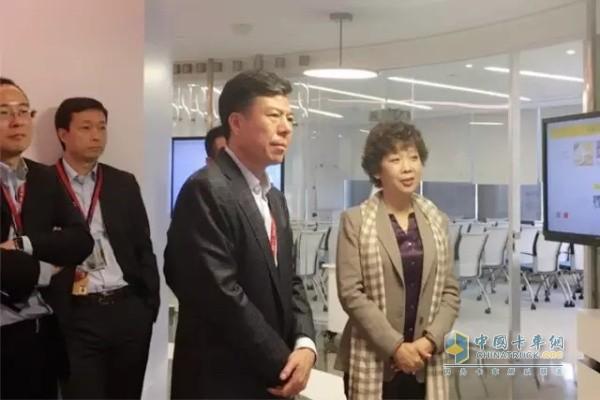 Fast Board Chairman Yan Jianbo Visits Shell (Shanghai) Company