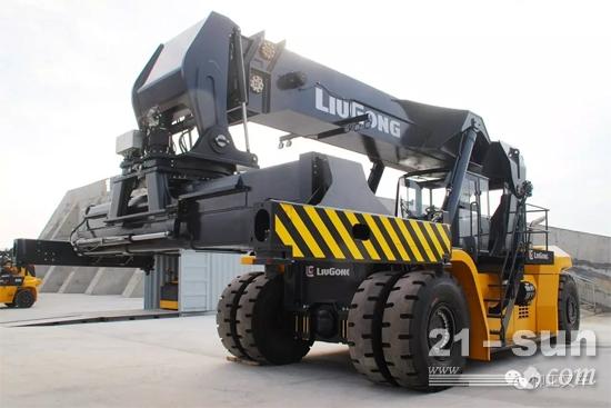 柳工最大集装箱搬运设备新品下线