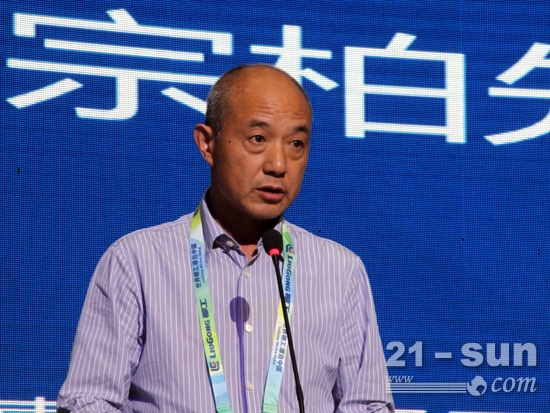 柳工经销商代表——重庆惠友久隆工程机械有限公司董事长王宗柏讲话