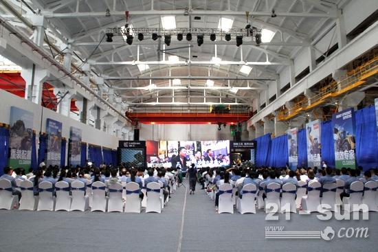 柳工装载机全球销量突破35万台庆典仪式现场