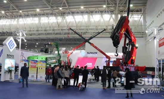 宏昌天马HCZ910大吨位折臂吊