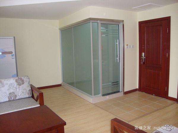 主卧卫生间玻璃隔断