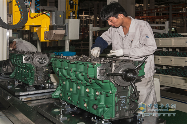 Xichai successfully developed the first four-valve engine with independent intellectual property in China