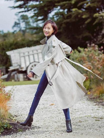 Wang Hao Dan photo exposure large foot black short boots