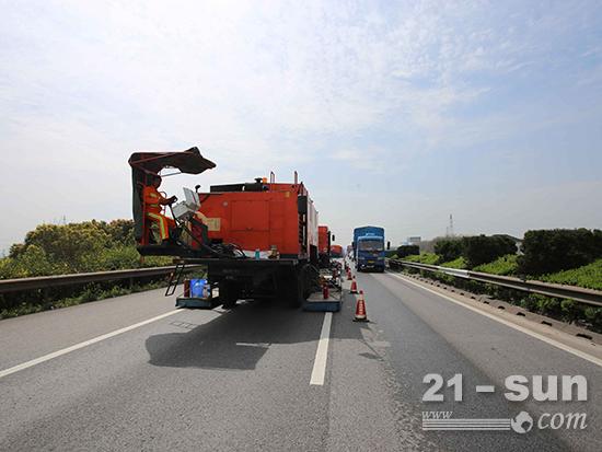 英达机组单车道施工,轻松应对苏嘉杭超大车流