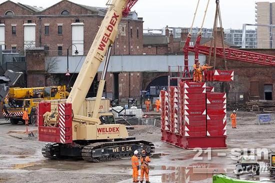 中心配重和上车配重使起重机上的配重达到最大830吨