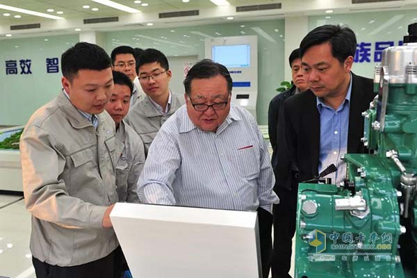 Huang Qingyun and his team understand the advanced performance of the Aowei engine