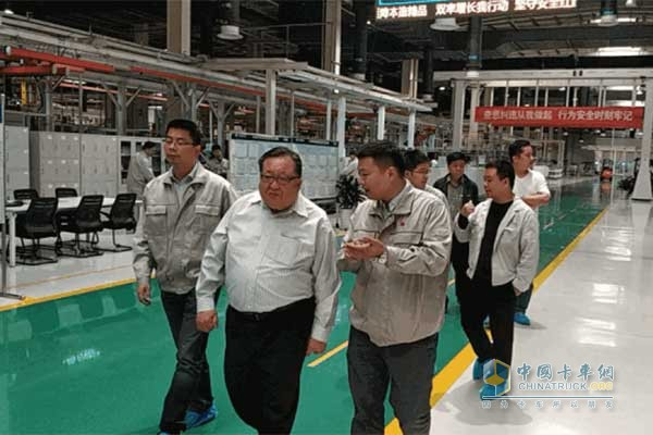 Huang Qingyun and his party visited the joint factory building