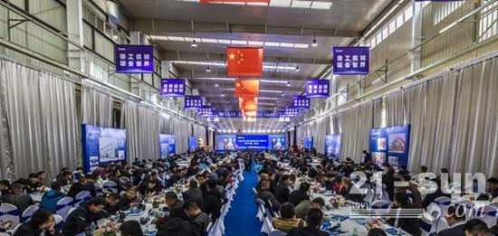 此次会议在中国最先进的筑养护机械生产车间举行
