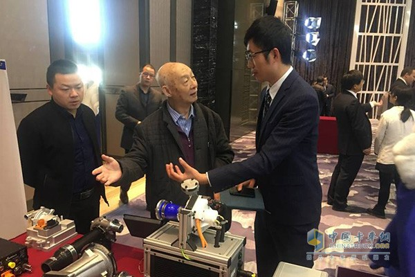 Chen Guangzu, a famous Chinese expert, learned about Yihejie new products on the spot.
