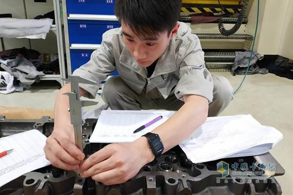 Zhou Ming at work