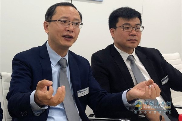 Knorr-Bremse is interviewed (left: Xia Fei, Executive Vice President of Knorr-Bremse China)