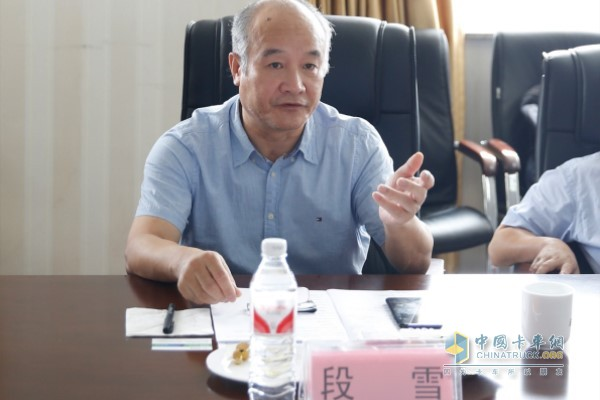 Academician Duan Xue led a team to do project exchange