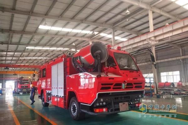 Fire truck with Yuchai YC6K engine