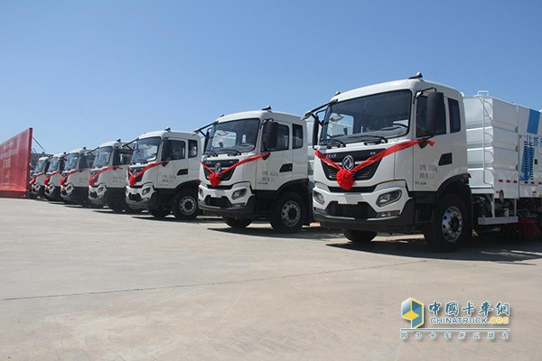 Yutong sanitation vehicle delivery user matching Dongfeng Cummins 6th engine