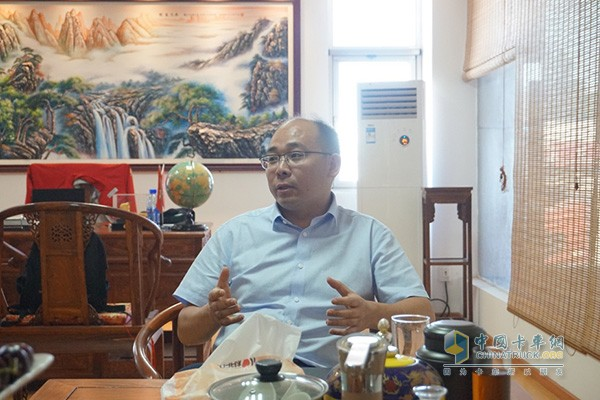 Dongfeng Cummins Service Director Liu Jianguo
