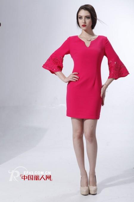 枚红色跟什么颜色配比较好看?枚红色连衣裙适合什么肤色穿?