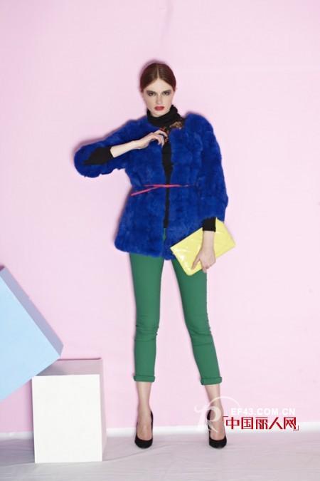绿色裤子配什么颜色上衣 秋冬绿色裤子搭配