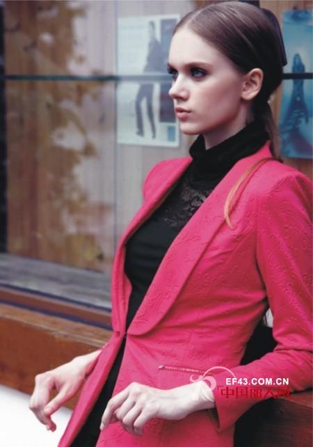 冬天玫红色外套怎么搭配 欧妮纳玫红色单品推荐