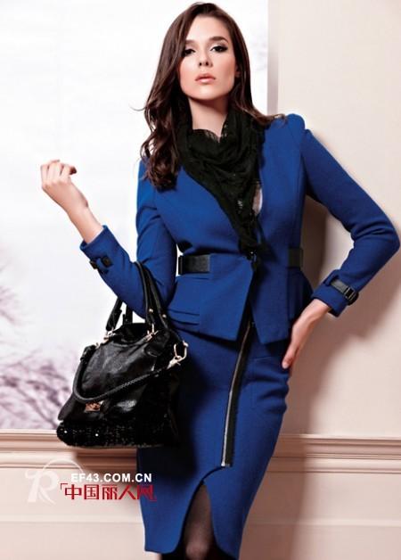 例格时尚女装冬季宝蓝色外套,带来十足的神秘感!