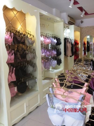 恭祝意娃娜内衣专卖店在南京火热开业
