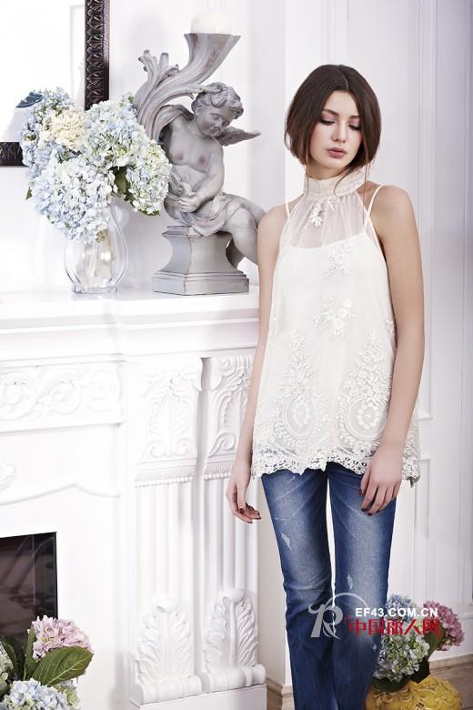 白色服装怎么搭配更亮眼 白色配什么颜色比较耐看