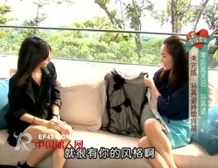 孙燕姿做客《爱呀 幸福女人》,展示亲手设计T恤 签名送网友