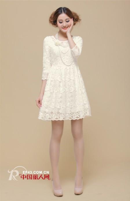 尚古主义女装 清新连衣裙打造春节拜年装