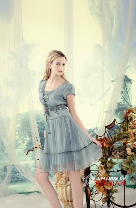 艾莱品牌女装  让流行变成你衣橱里恒久的点缀