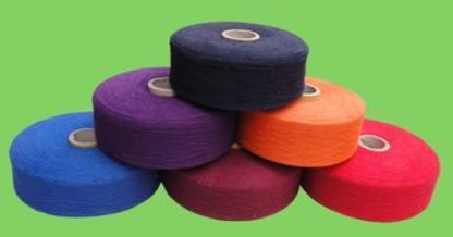The price of domestic cotton yarn fell steadily slightly last month