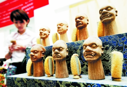 """From the stage to the """"counter"""" Quanzhou puppet sculpture turned toys"""