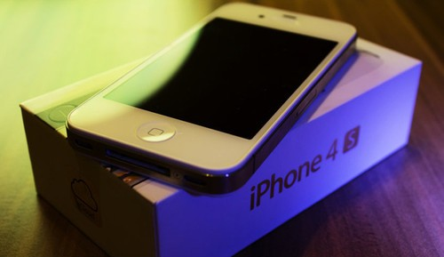 iPhone 4S bursts with user purchases need to wait 3 weeks