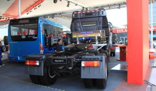 Hualing LNG heavy truck national tour perfect closing