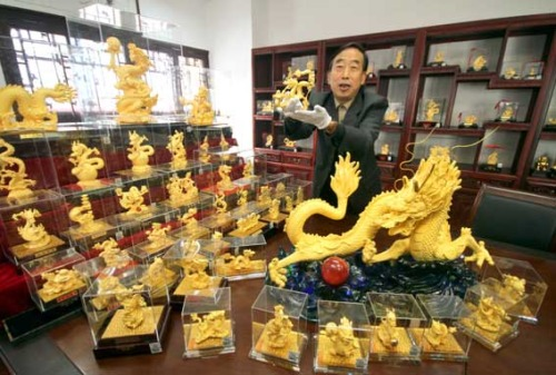 Nanjing Arts and Crafts Master Designs Over 500 Golden Dragons